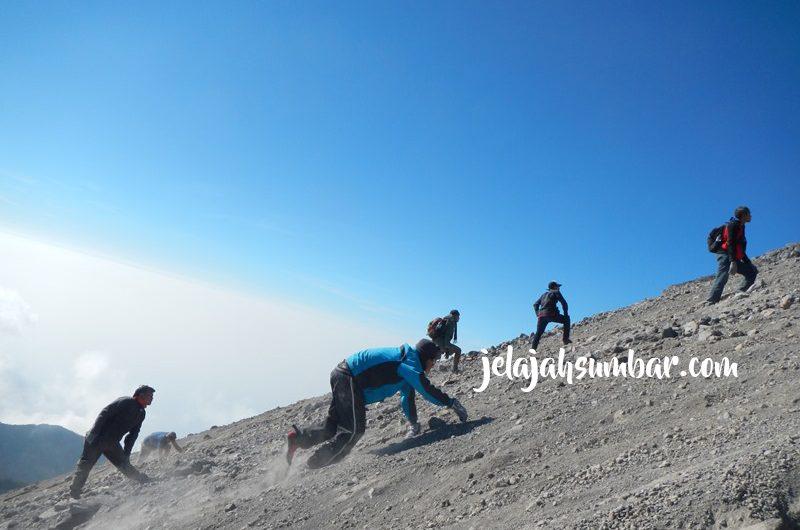 Mendaki Gunung Merapi