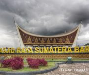 Paket Wisata Padang ini singgah di Masjid Raya Sumbar