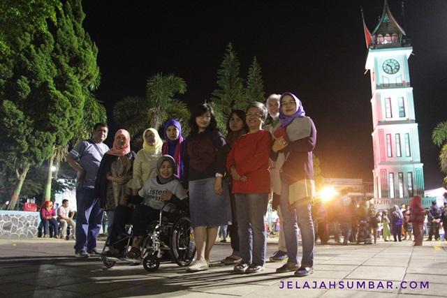Jam_gadang_malam_hari