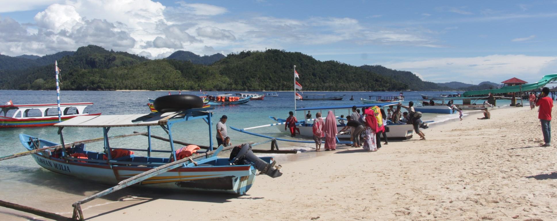 Paket Tour Pulau Sirandah – Padang – Bukittinggi 3D2N A