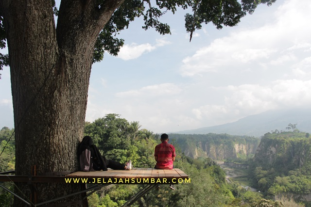 obyek wisata taman panorama ngarai sianok